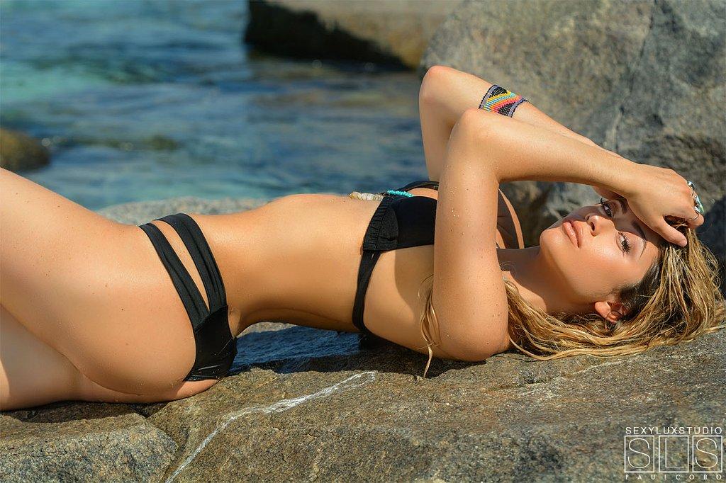 Sexy black bikini photo shoot